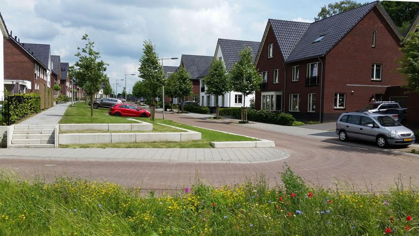 Passende aansluiting van woning en tuin op de openbare ruimte